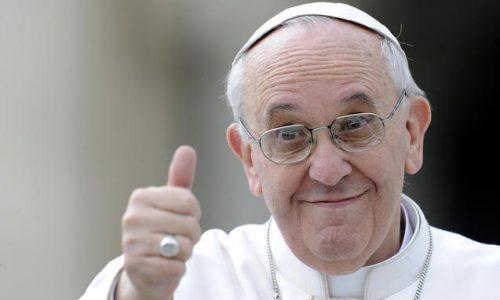 Papa Francesco sul celibato dei preti «Non essendo un dogma di fede, c'è sempre la porta aperta»
