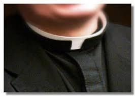 Prete nudo su Telegram: foto hot fanno il giro del paese/ Foggia, scandalo in parrocchia: la curia indaga