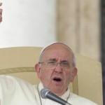 Papa Francesco ha detto a un amico di infanzia di voler permettere ai sacerdoti di sposarsi perché la legge è arcaica
