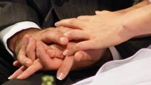 Un prete «sposato» può amministrare i sacramenti?