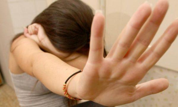 Depilava e violentava i ragazzini. Cinque anni di carcere al parroco