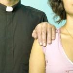 Lo ammettiamo, amiamo un prete