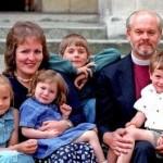 Preti sposati: Papa Francesco favorevole alla soppressione dell'anacronistica legge del celibato