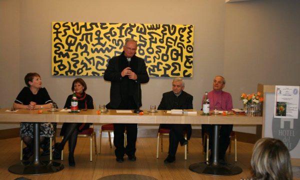 Vescovo interviene su libro preti sposati: fedele lo invita a richiedere a Roma cambio normativa celibato