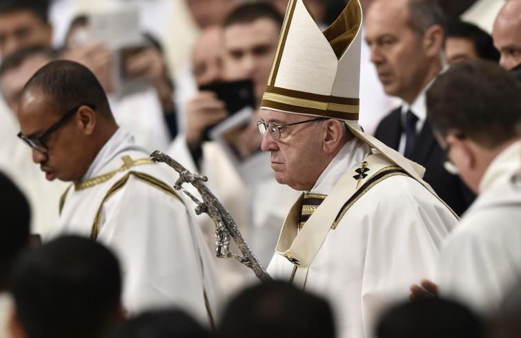 Preti sposati: Documento Vaticano sui carismi approvato da Papa Francesco contro la riforma
