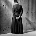 Don Alberto Paolo Lesmo: il parroco indagato per prostituzione minorile