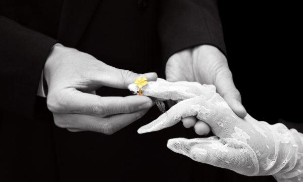 """""""Avvenire"""" critica sui preti sposati le tesi del libro di Ratzinger e Sarah. I preti sposati esistono nella Chiesa… anche """"santi"""""""