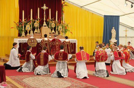 Dai lefreviani ci si può confessare con la benedizione papale, con i preti sposati invece, neanche un caffè